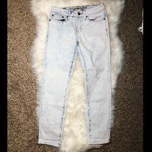 NWOT🎉 American Eagle White Wash Skinny Jeans